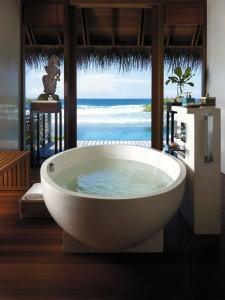 baignoire dans hotel luxueux