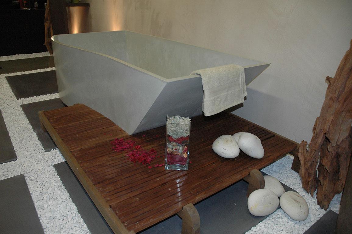 une baignoire en b ton cir pourquoi pas tout sur la. Black Bedroom Furniture Sets. Home Design Ideas