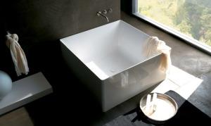 Baignoire carrée épurée