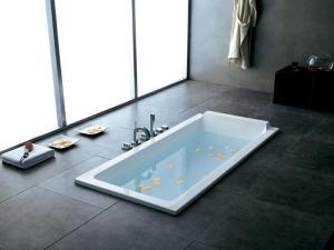 Baignoire rectangle encastrée au sol