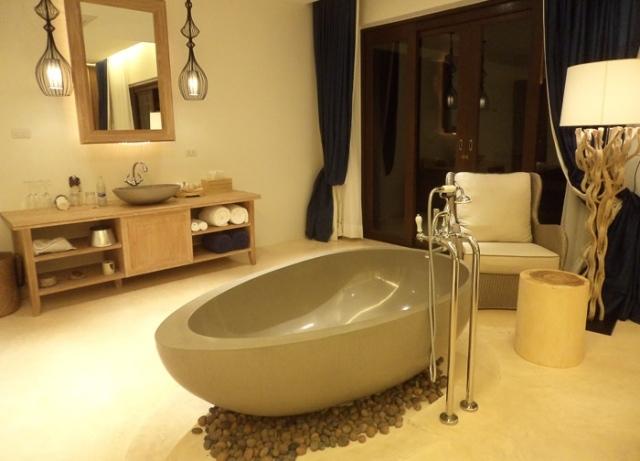 baignoire ilot ovale 05 tout sur la baignoire. Black Bedroom Furniture Sets. Home Design Ideas